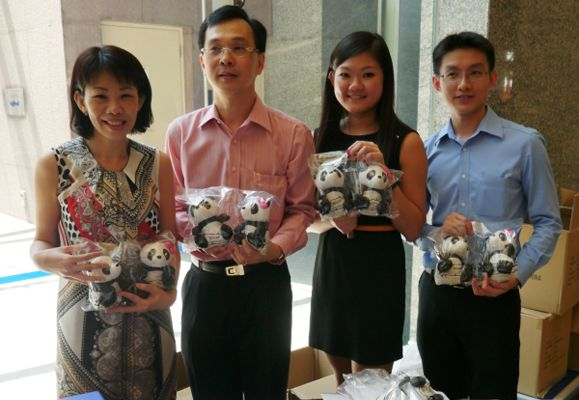 CapitaLand staff with the eco-bags; These specially-made CapitaLand Kai Kai and Jia Jia Giant Panda eco-bags were sold at 29 CapitaLand properties islandwide; CapitaLand donated $10 to the children beneficiaries of President's Challenge 2012 for every pa