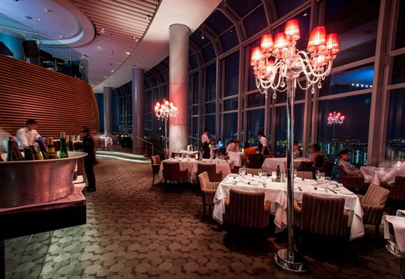 Commanding a spectacular view, Salt grill & Sky bar by Luke Mangan on the 55th floor of ION Orchard combines sophisticated décor and simply delicious food for a winning combination