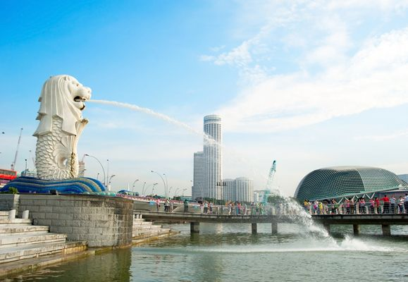 Symbol of the Lion City, the Merlion is virtually right across the street from Ascott Raffles Place Singapore and one attraction that is iconic of the country