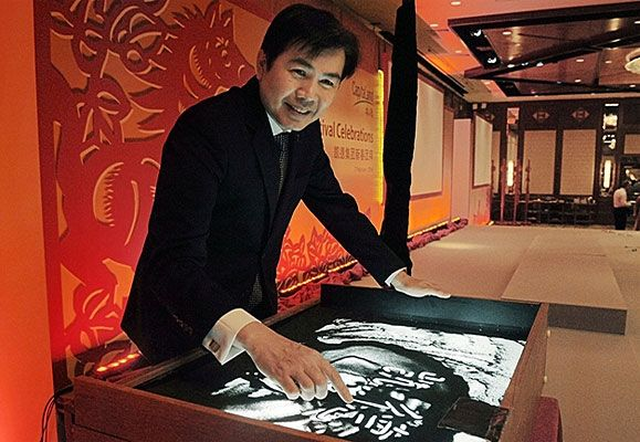 Mr Lim Ming Yan, President and Group CEO, CapitaLand Limited, wrote the Chinese characters '凯德', CapitaLand's Chinese name, on sand to kick-start a unique sand art performance that illustrated highlights of CapitaLand's journey in China