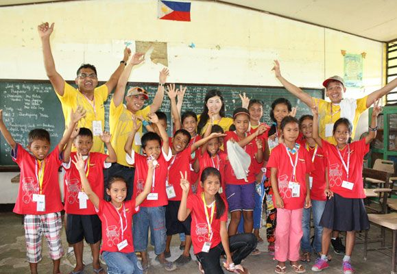It was all smiles for the 42 CapitaLand staff volunteers who spent five days helping to rebuild a school in Tacloban to bring some care and joy to the victims of Typhoon Haiyan