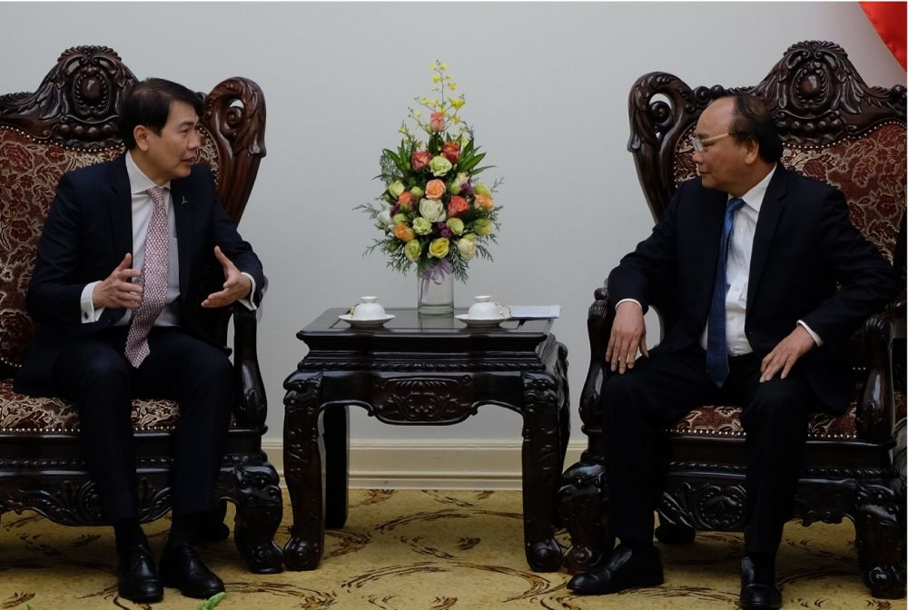 Mr Lim Ming Yan have a respective meeting with Mr Nguyen Xuan Phuc